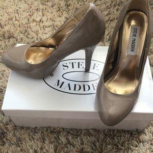 Steve Madden nude heels. Never been worn.